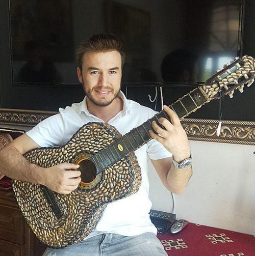 ceceliye-antep-fistigindan-gitar-hediyesi
