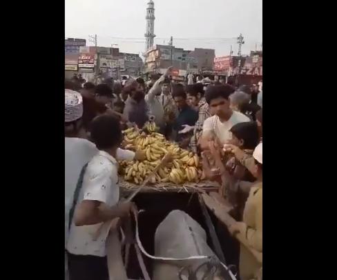 pakistan banana looting