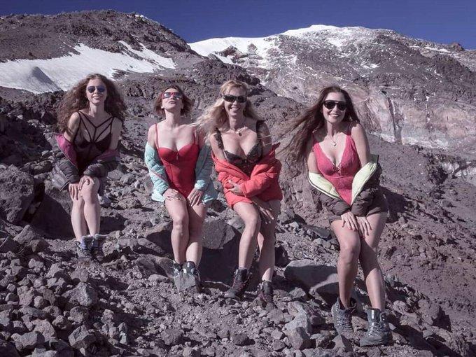 agri-dagi-ukraynali-kadinlar-bikinili-resimler