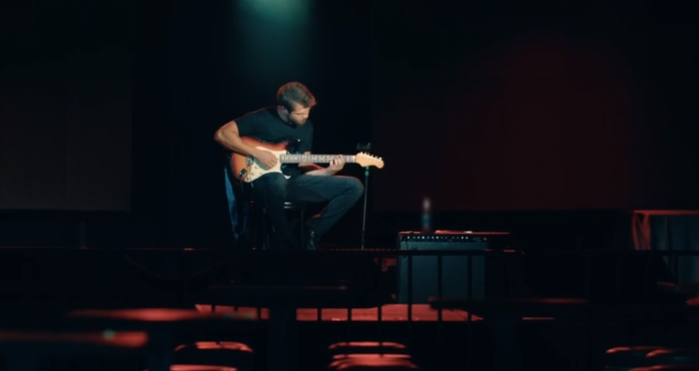 cukur-yamac-kocovali-gitar-caliyor